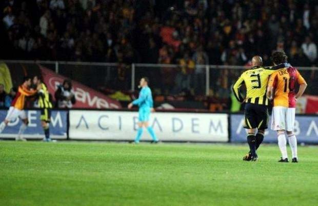 Galatasaray-Fenerbahçe derbisinin unutulmaz 20 anı! - Page 1