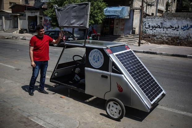 Gazze'de güneş enerjisiyle çalışan araç üretildi - Page 1