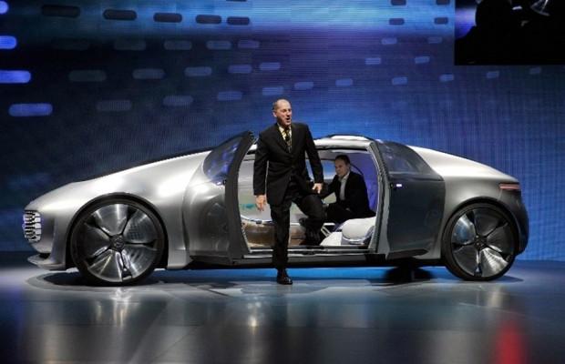 Geleceğe ışık tutan otomobil: Mercedes F015 Luxury - Page 1