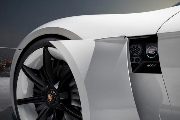 Geleceğin elektrikli otomobili Porsche Misyon E - Page 4