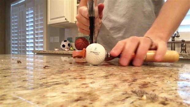 Golf topunu ikiye böldüler bakın içinden ne çıktı? - Page 2