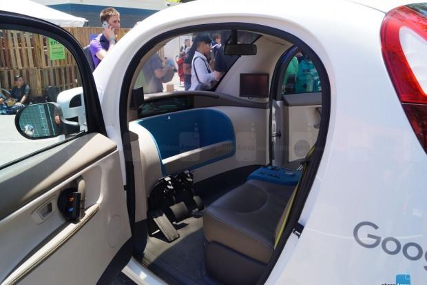 Google'ın sürücüsüz aracı görüntülendi! - Page 1