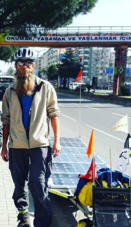 Güneş enerjili bisikletiyle dünya turuna çıktı - Page 1