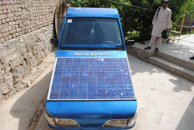 Hem elektrik hem de güneş enerjisiyle çalışan otomobil yaptı! - Page 4