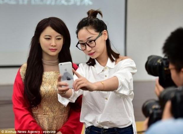 Hissedebilen robot  Jia Jia tanıtıldı! - Page 1