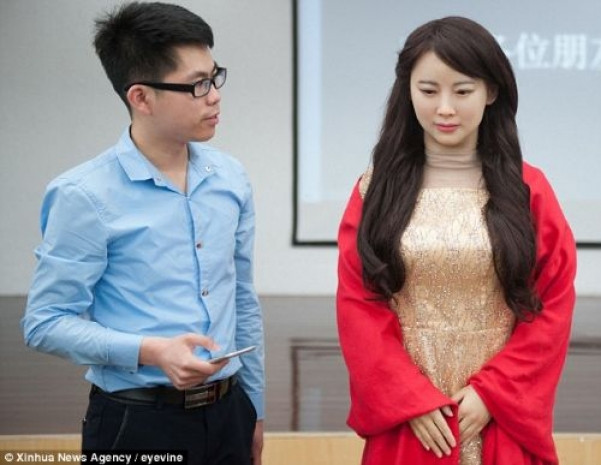 Hissedebilen robot  Jia Jia tanıtıldı! - Page 2