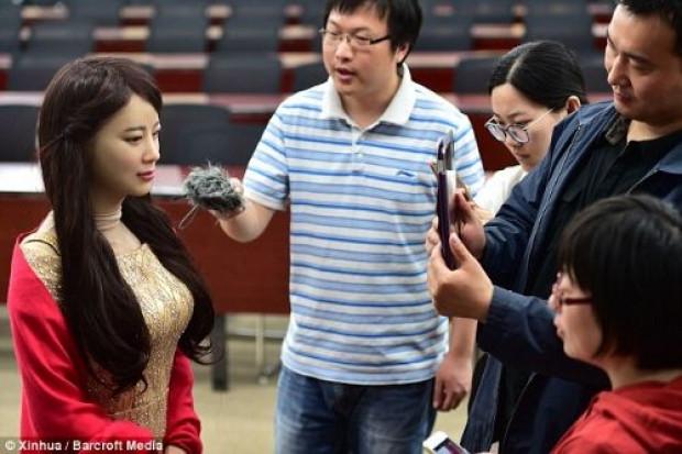 Hissedebilen robot  Jia Jia tanıtıldı! - Page 3