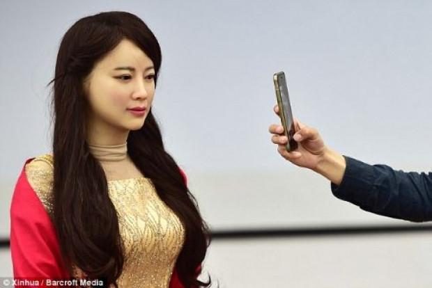 Hissedebilen robot  Jia Jia tanıtıldı! - Page 4