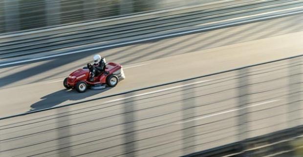 Honda çim biçme makinası, 0/100 km'ye 4 saniyede çıkıyor! - Page 1