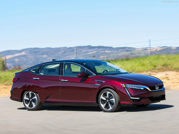 Honda Clarity Fuel Cell 2017 - Page 2
