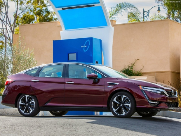 Honda Clarity Fuel Cell 2017 - Page 4