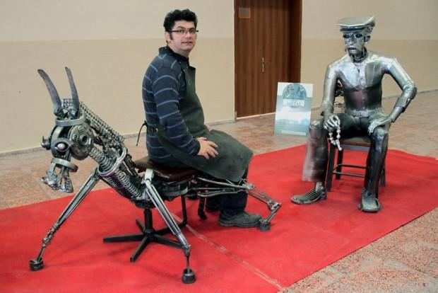 Hurda atık malzemelerden yapılan heykeller - Page 1