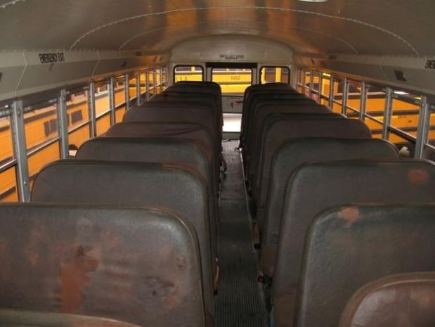 Hurda okul otobüsü yürüyen eve dönüştü - Page 1