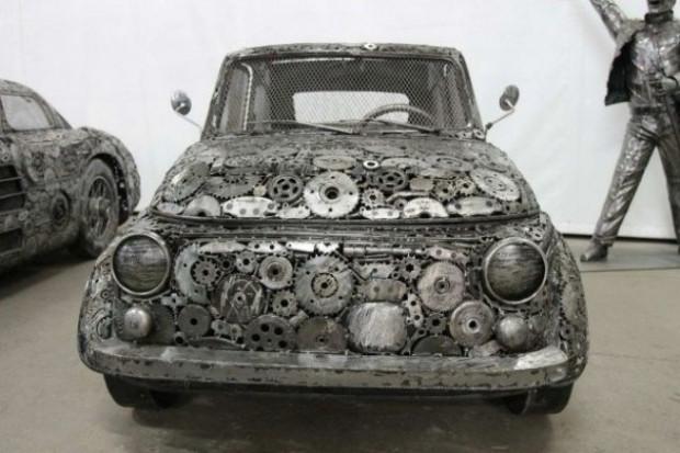 Hurdalıklardan topladığı metallerden otomobil yaptı - Page 2
