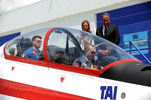 HÜRKUŞ Türk havacılık tarihinde bir ilk oldu - Page 1