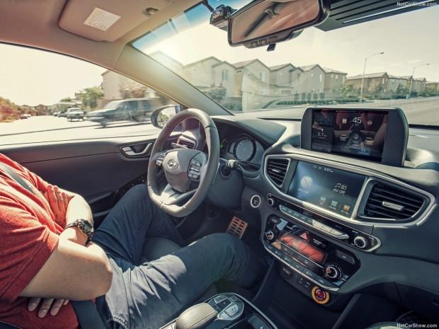 Hyundai Ioniq Autonomous konsept 2017 - Page 1
