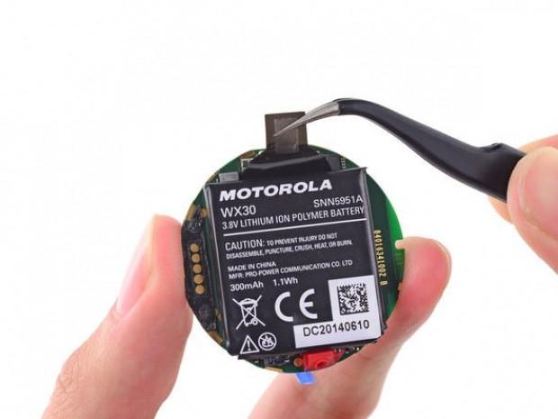 iFixit, Motorola Moto 360'ı parçaladı! - Page 1