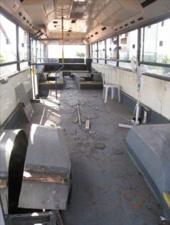 İki bayan hurda otobüsü bu hale getirdi! - Page 3