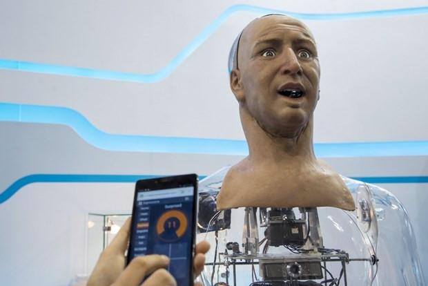 İnsansı robot mimik yapabiliyor - Page 1