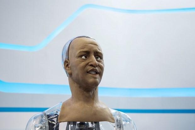 İnsansı robot mimik yapabiliyor - Page 4