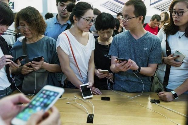 iPhone 7 ve 7 Plus satışa sunuldu işte o izdiham - Page 1