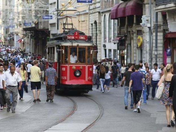 İstanbul'daki tramvaylar ikici oldu - Page 1