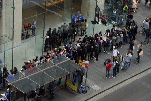 İşte metrelerce uzayan iPhone 6 kuyrukları! - Page 1