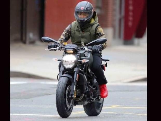 İşte ünlülerin motosikletleri! - Page 4