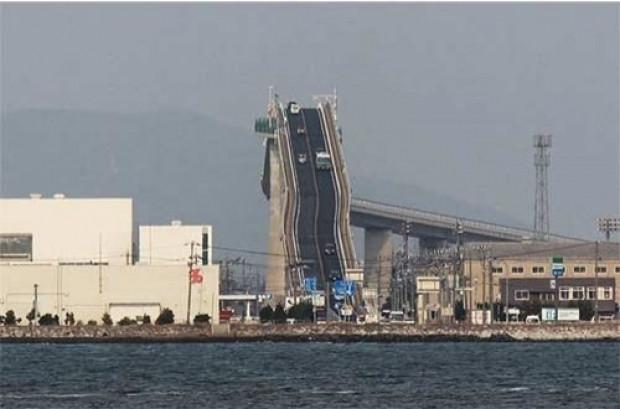 Japonya'daki bu köprü Lunaparklara taş çıkartıyor! - Page 4