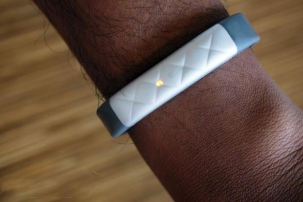 Jawbone'un  egzersiz takip cihazı Up3 - Page 1