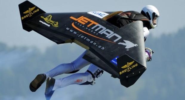 Jet motorlu kanatlarla Dubai'de uçan ilk insan - Page 1