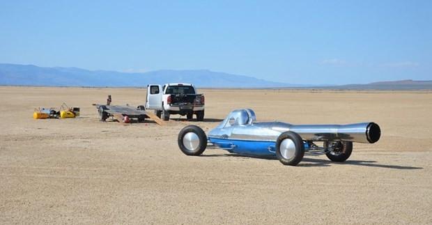 Jet motorlu otomobilini internette satışa çıkardı - Page 1