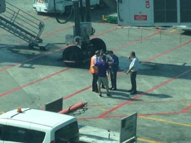 Kaçırdığı uçağın peşinden koştu - Page 4