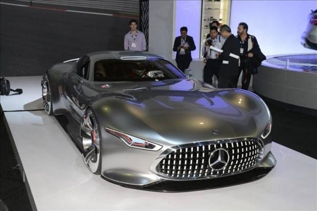 Karşınızda Mercedes-Benz Vision Gran Turismo Konsept - Page 4