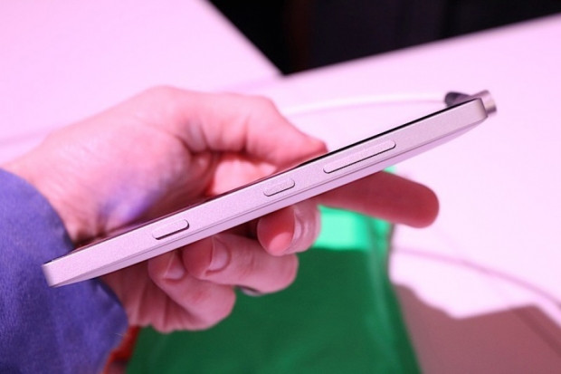 Karşınızda Nokia Lumia 930 - Page 1