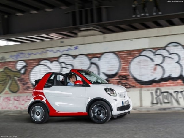 Kendi küçük özellikleri büyük, 2016 Smart fortwo Cabrio - Page 1