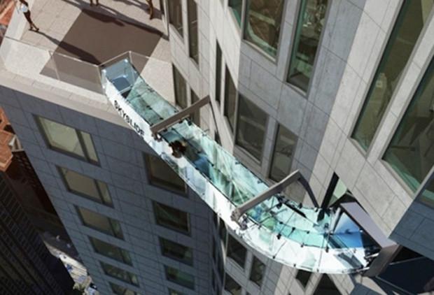 Korkunun dibine vurduran Skyslide kaydırağı - Page 3