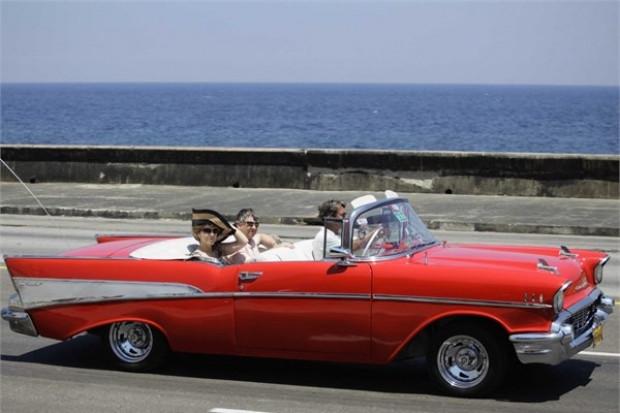 Küba sokaklarında ki klasik otomobiller - Page 2