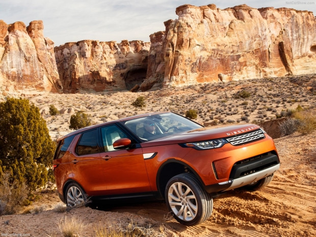 Land Rover Discovery 2017 - Page 3