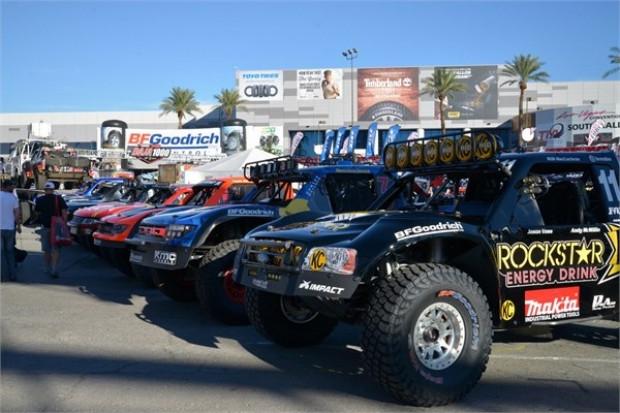Las Vegas'ta sergilenen sıra dışı modifiye araçlar! - Page 3