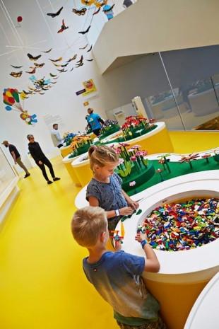 Lego Evi, büyük boy Lego tuğlalarından inşa edildi! - Page 2