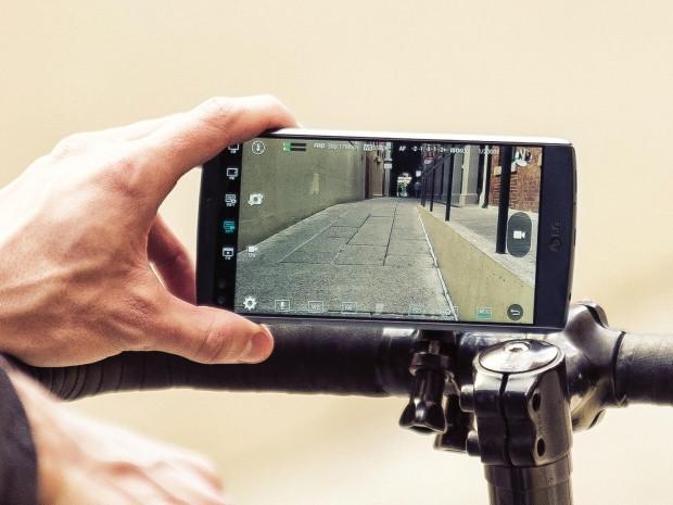 LG'den çift ön kameralı iki ekranlı telefon: V10 - Page 4