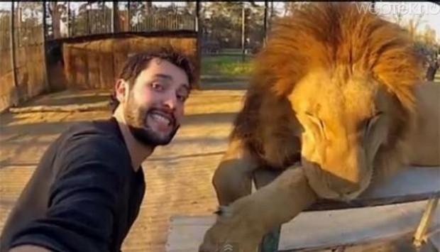 Mashable, 2014 yılının en çok bilinen 10 selfie'sini yayınladı - Page 1