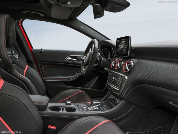 Mercedes-Benz A45 AMG 4Matic 2016 - Page 3