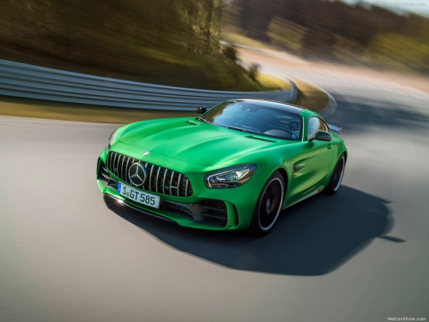 Mercedes-Benz AMG GT R 2017 - Page 1