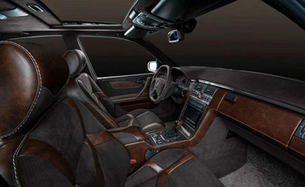 Mercedes E55 yepyeni bir kimlik kazandı! - Page 1