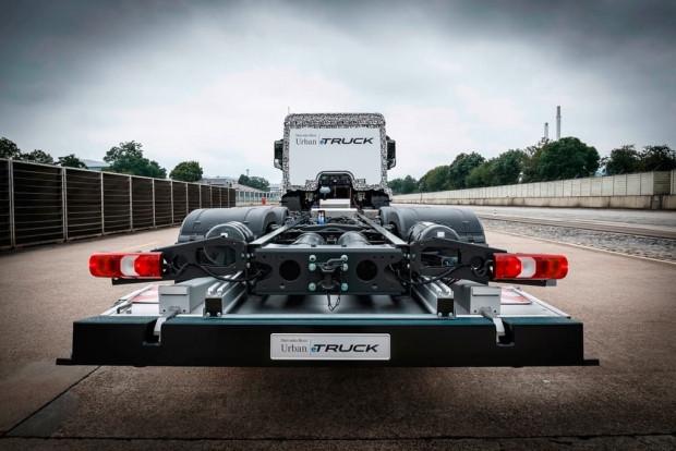 Mercedes'in elektrikli kamyonu eTruck - Page 4