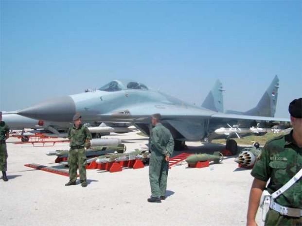 F-16 savaş uçakları ile Rus Mig-29'lar arasındaki farklar - Page 3