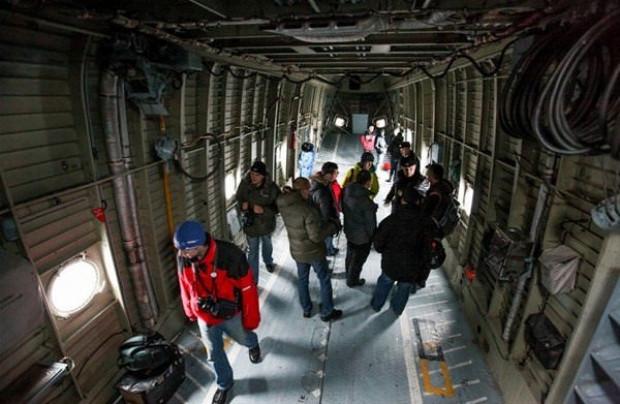 Mil Mi-26 bir İtfaiye aracını rahatlıkla taşıyor! - Page 1