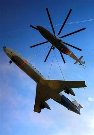Mil Mi-26 bir İtfaiye aracını rahatlıkla taşıyor! - Page 3
